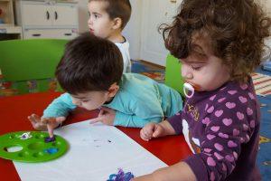 Copiii care au creat desene pentru bradul nostru. Gradinita American Lycetuff Romania